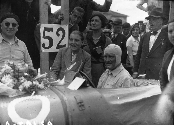 Stanislaw_Czaykowski_in_his_Bugatti_at_the_1932_Provence_Trophy.jpg